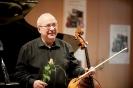 Solocellist Vasile Zaharia nach dem Abschluss-Triptychon der