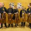 Dagmar Kochendörfer alias MARA mit den Vier EvangCellisten (mit Alexey für den verhinderten Lukas) nach dem 'Cellism-Release-Konzert' innerhalb der