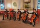 Die Vier EvangCellisten und Florian Bischof bei ihrem Konzert innerhalb der