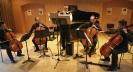 Hof 2013 (Foto: Michael Giegold, giegold-profot bild und film) Die Vier EvangCellisten mit Martin Seel (Bassflöte) beim Festivalkonzert